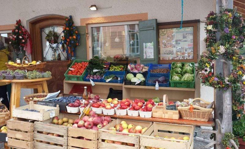 Laden draussen Obst (2)